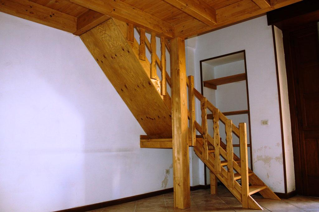 Soppalco con scala in legno graziano diso strutture e for Soppalco in legno lamellare